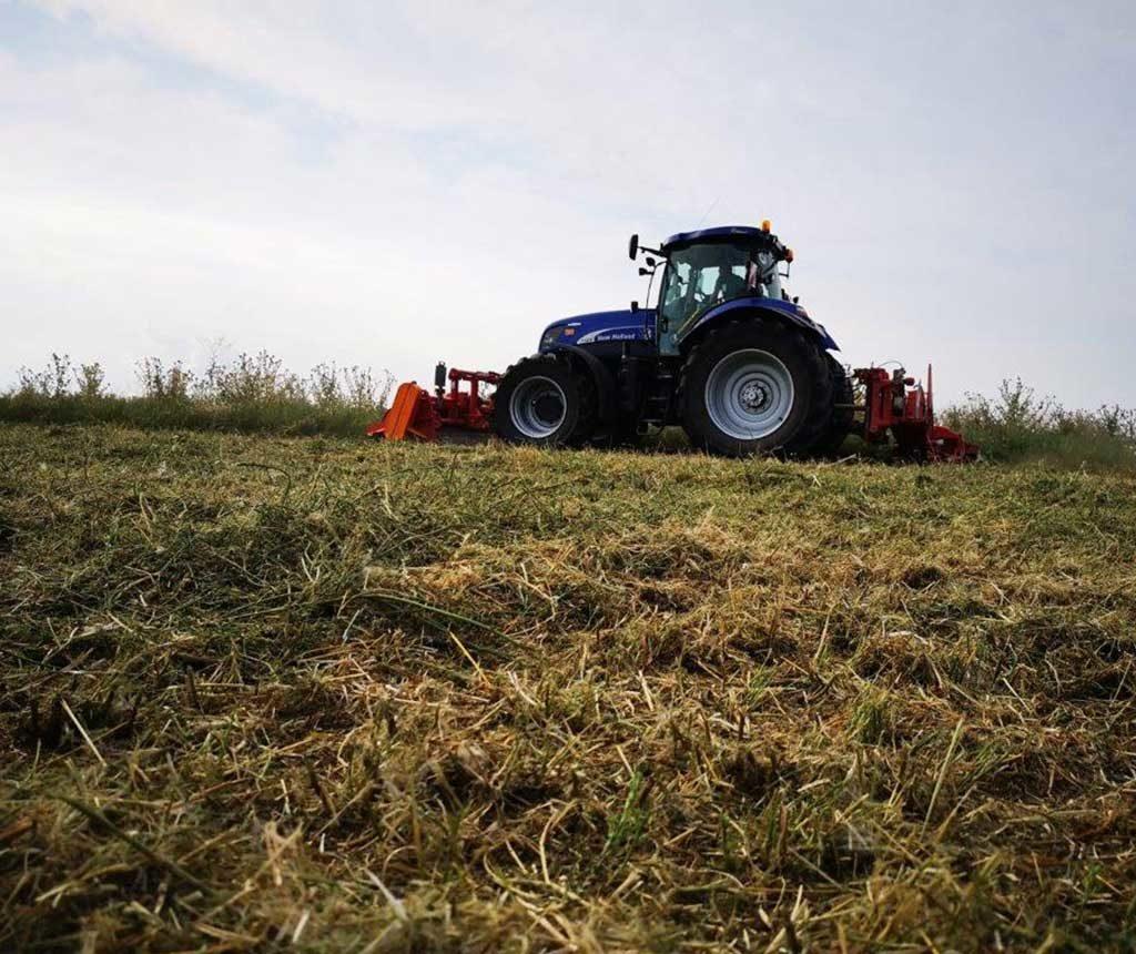 Bremer Agrar Lohnunternehmen beim Mulchen